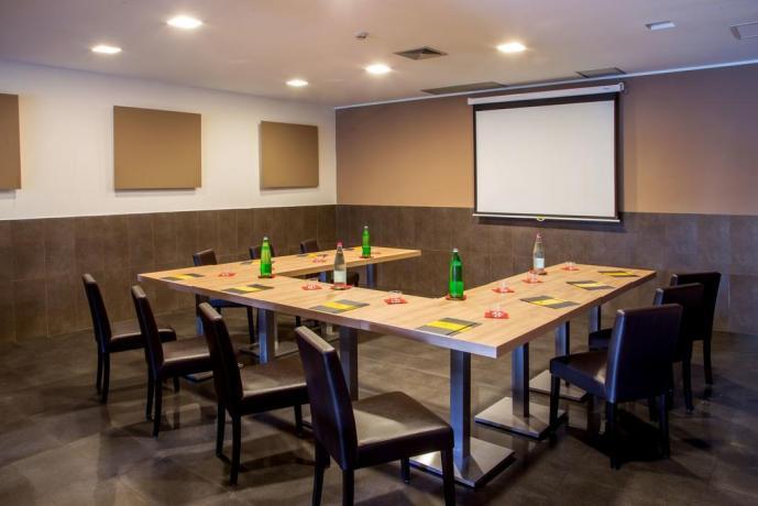 Sala-conferenze in hotel ideale per meeting viaggi-di-lavoro