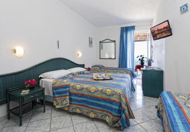 Spaziosa camera quadrupla Hotel Ischia