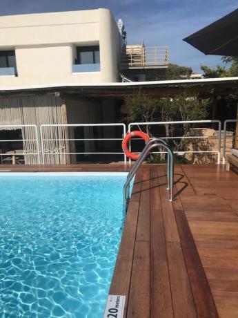 Hotel fronte mare con piscina a Baia Domizia