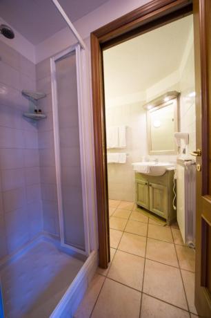 Bagno con doccia appartamento-vacanza Bardonecchia 2-3 persone
