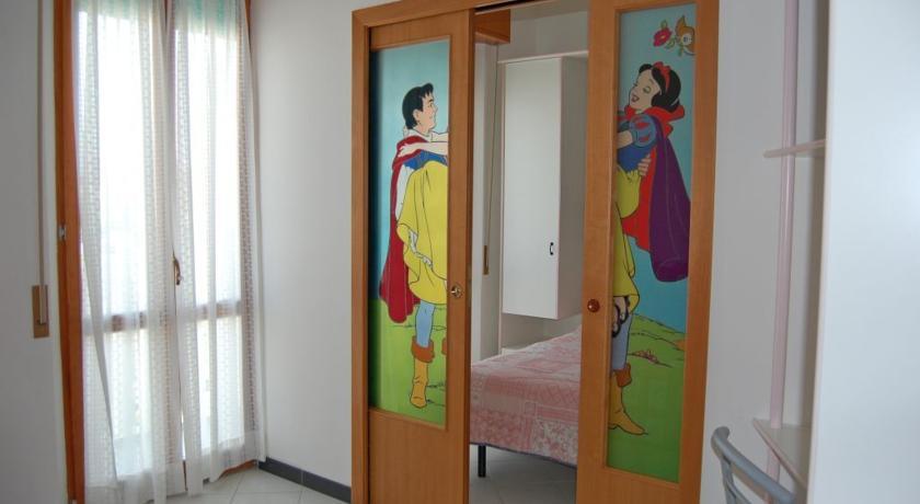 Camera con dipinto Biancaneve e Principe