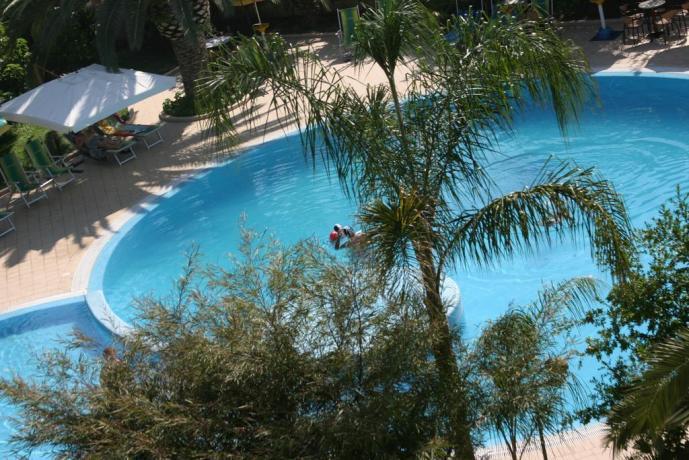 Piscina ideale per aduti e bambini vicino Tropea