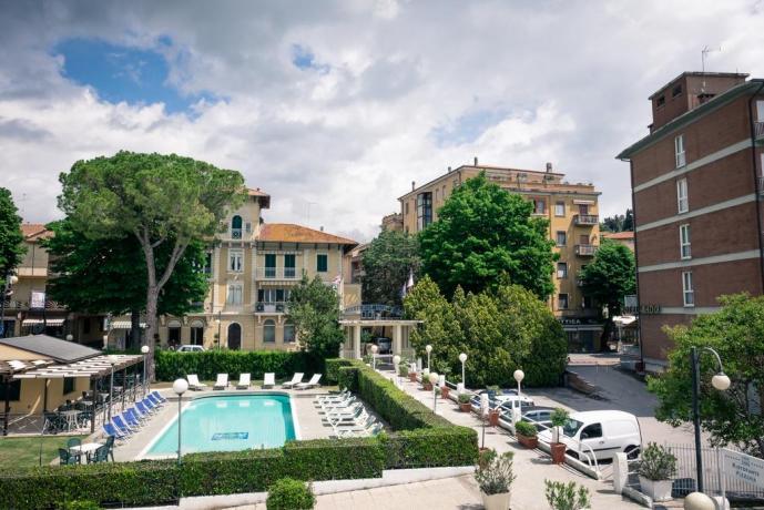Vista panoramica Piscina e Hotel