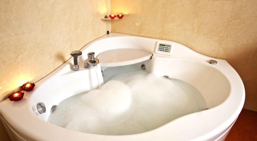 hotel-4stelle-centro-palazzoreale-ristorante-wifi-jacuzzi-caserta