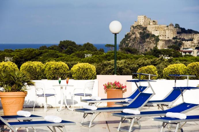 Area relax con lettini albergo**** a Ischia porto