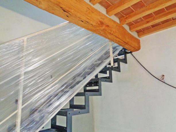 s91- scala per ristrutturazione casa in toscana