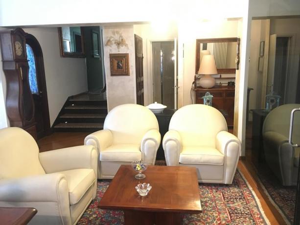 Villa per gruppi a Perugia con soggiorno