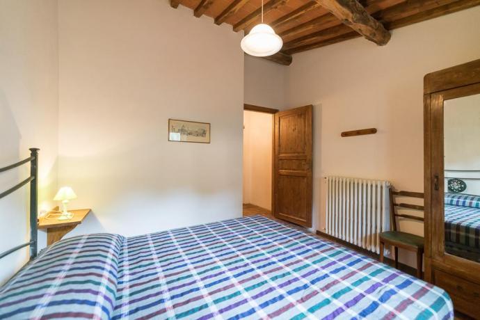 Camera Matrimoniale con Cucina e Caminetto vicino Firenze
