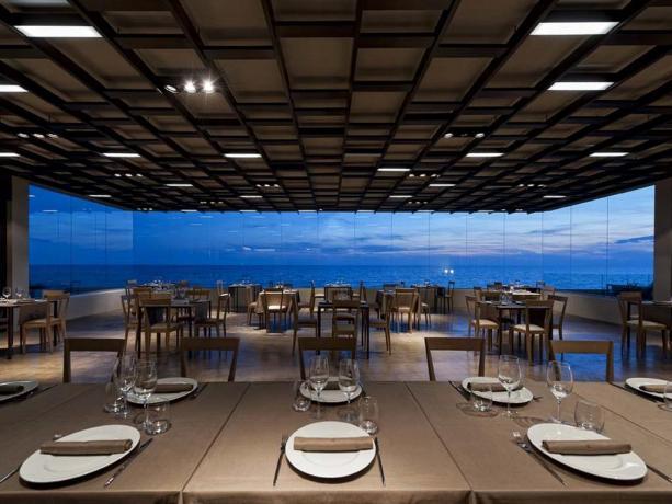 Ristorante moderno menù pesce fronte spiaggia Latina