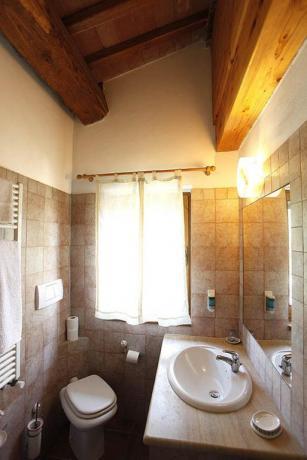 Camera con bagno privato agriturismo a Volterra