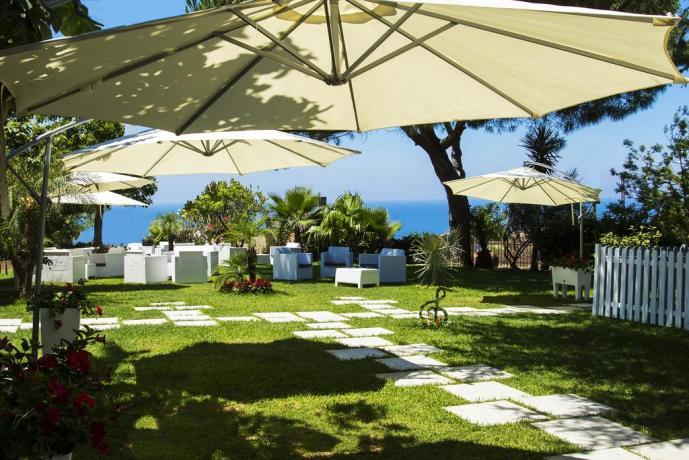 Hotel immerso nel verde tra Tropea e CapoVaticano