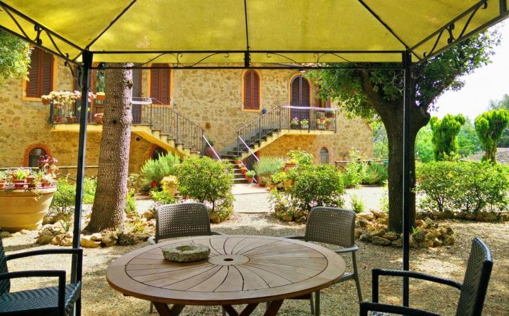 Gazebo in giardino casale nel Chianti