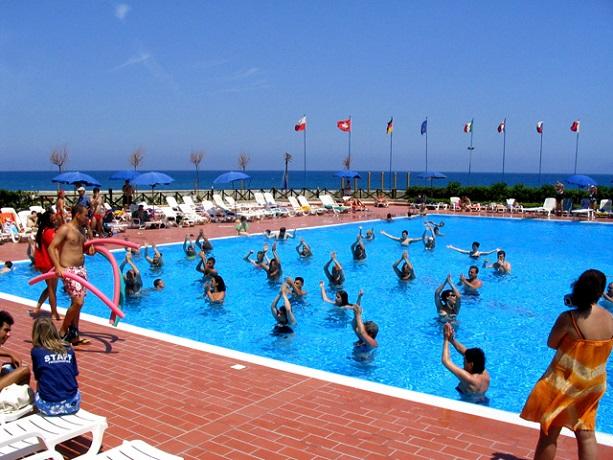 Villaggio fronte isole Eolie - Ampia piscina attrezzata