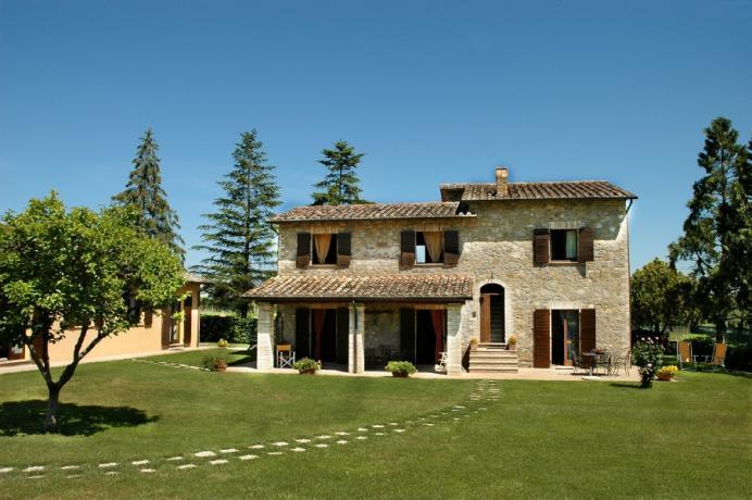 Splendido Casale per Vacanza in Umbria, Appartamenti-Vacanza