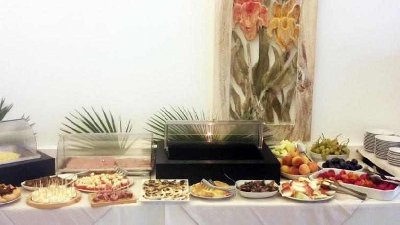 Albergo in Sicilia, colazione in sala interna