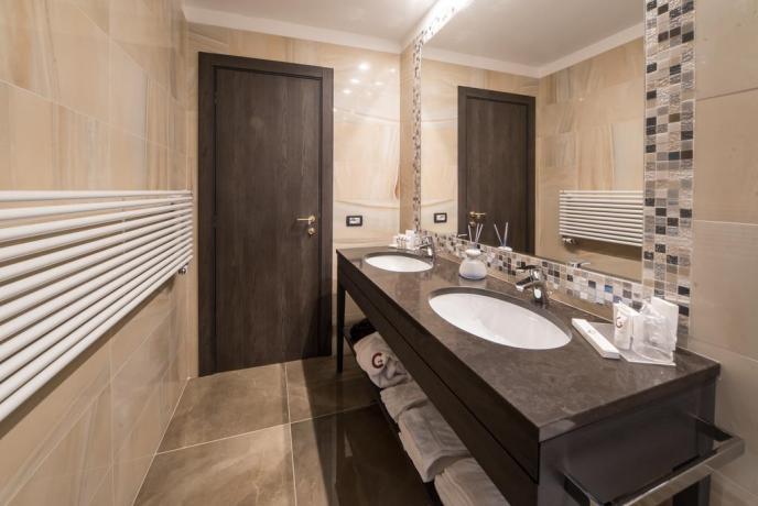 Bagno moderno in Hotel tre stelle Modena
