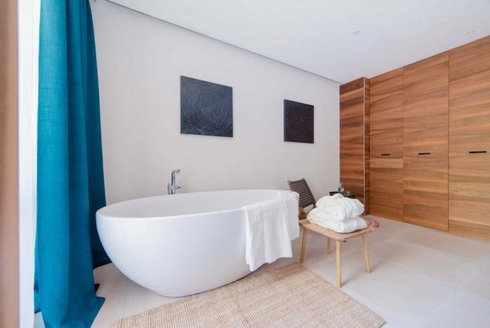 Vasca-da-bagno in camera resort4stelle a Baia Domizia
