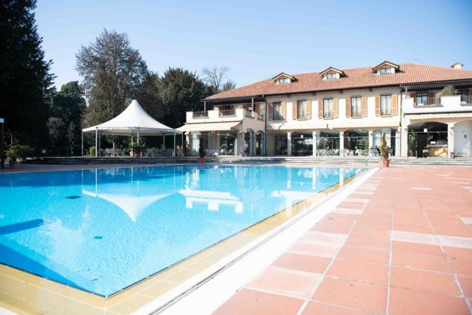 Villa con Grande Piscina e Giardino vicino Milano