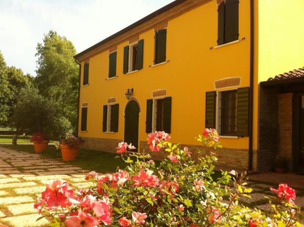 Agriturismo a Mantova con cortile curato