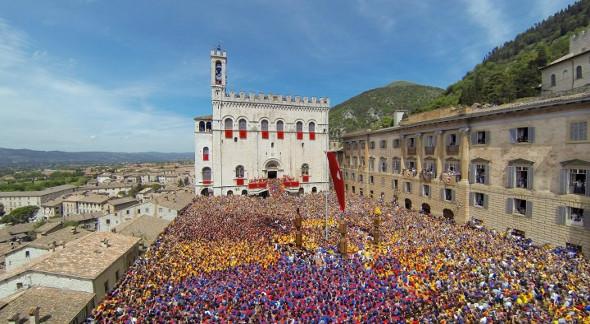 Centro Gubbio, citta medievale, Ceri, festa