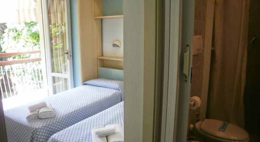 Camera Doppia in Hotel economico a Viserba