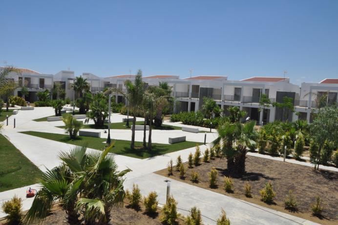 Residence con piscina sul mare vicino Matera