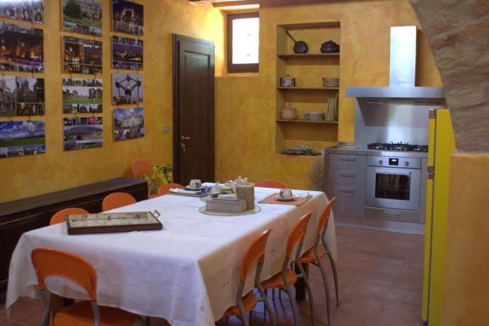 Angolo cottura + soggiorno Casale Macerata