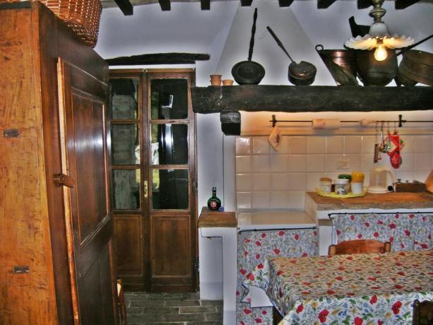 Casolare in Umbria piano cottura + tavolo pranzo