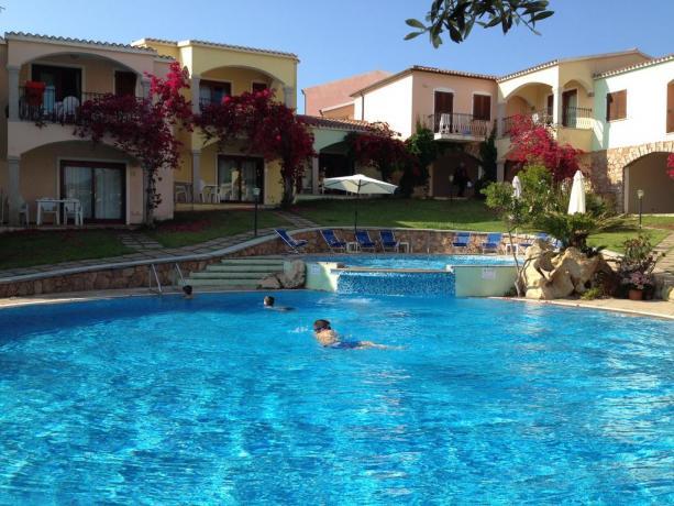 piscina con aria relax a badesi