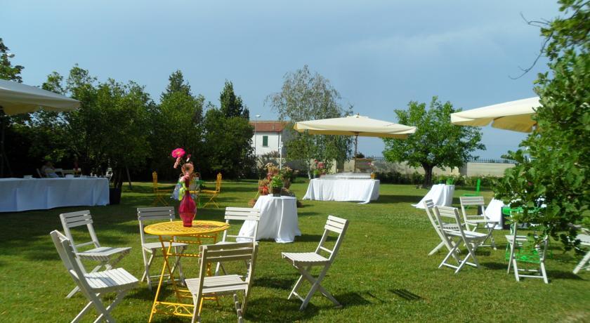 allestimento giardino esterno per villa Ravenna