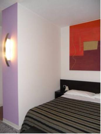 camere arredate in stile moderno a sabaudia