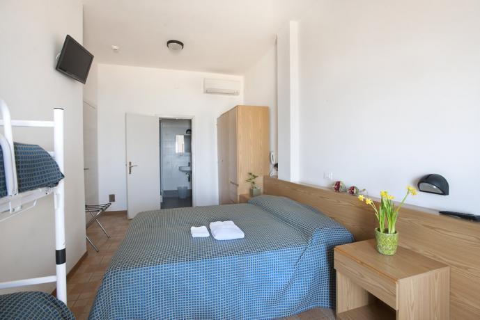 Camera 4 posti letto hotel lungomare a Pesaro