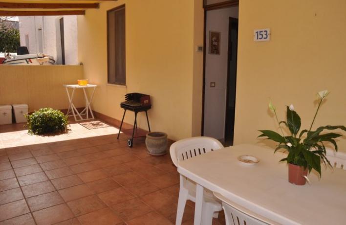 Veranda arredata barbecue vacanze al mare San-Vito-lo-Capo Sicilia