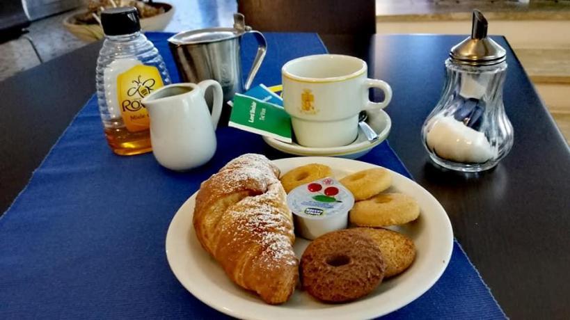 Hotel sulla costa laziale con colazione Buffet