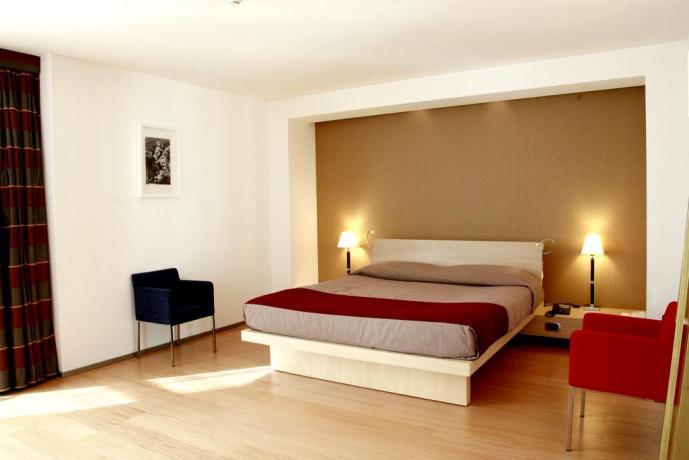 Camera hotel4stelle con Vasca Idro. Lecce