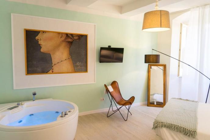 Romantica Fuga in Suite con Vasca Idromassaggio per 2 persone  a Perugia, Centro Storico
