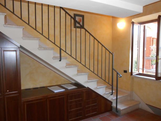 Vicino Assisi e Perugia, appartamento,scala per soppalco