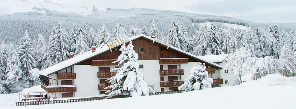 Albergo immerso nella neve a Bellamonte