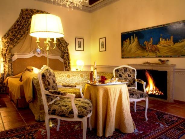 Camera Suite con Camino funzionante in Toscana