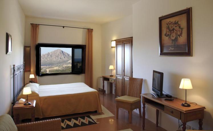 Camera con Finestra Panoramica-Cassaforte-Riscaldamento a Trapani