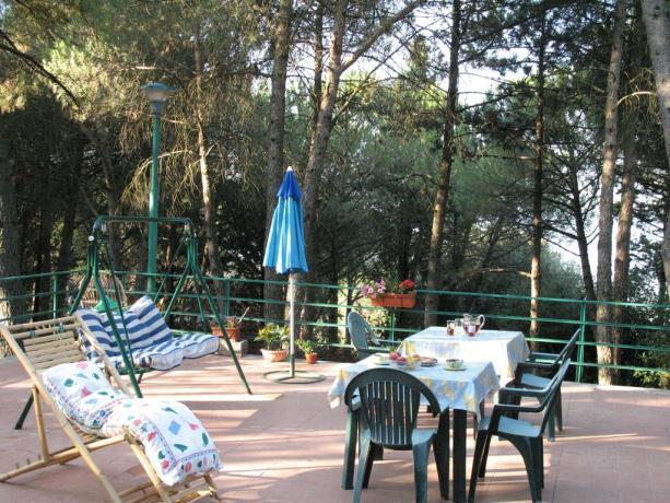 Colazione sulla terrazza esterna B&B vicino Perugia