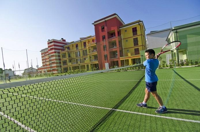 Campo da Tennis al Resort sul Mare