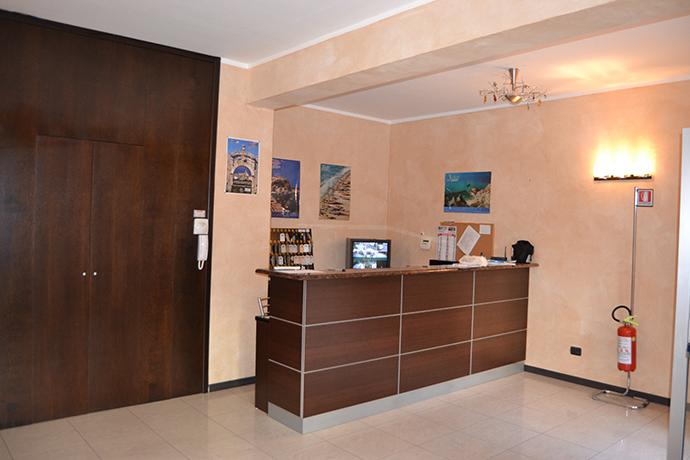 Residence con piscina e Reception Mandatoriccio Marina