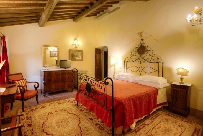 Sala da notte con splendidi arredi Villa Cortona