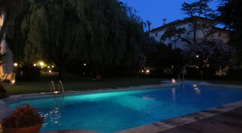 piscina estrena in notturna hotel Arcobaleno Padova
