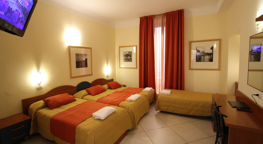 Moderna Camera quadrupla Hotel L'Artistico a Milano