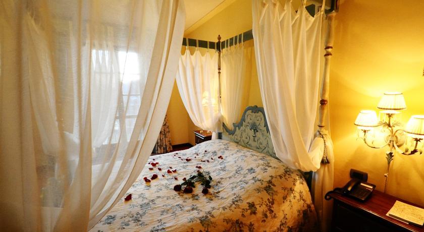 Suite con letto a baldacchino a Poppi Toscana