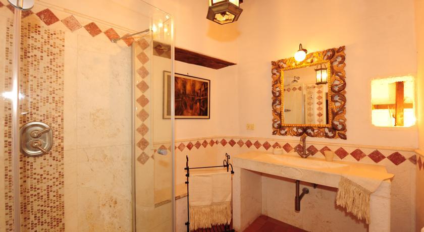 Bagno in marmo suite Alfeo dimora storica