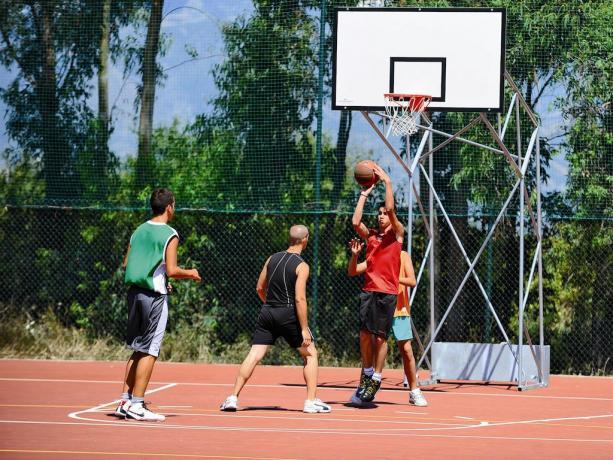 Campi Polivalenti Basket-Pallavolo nel Villaggio