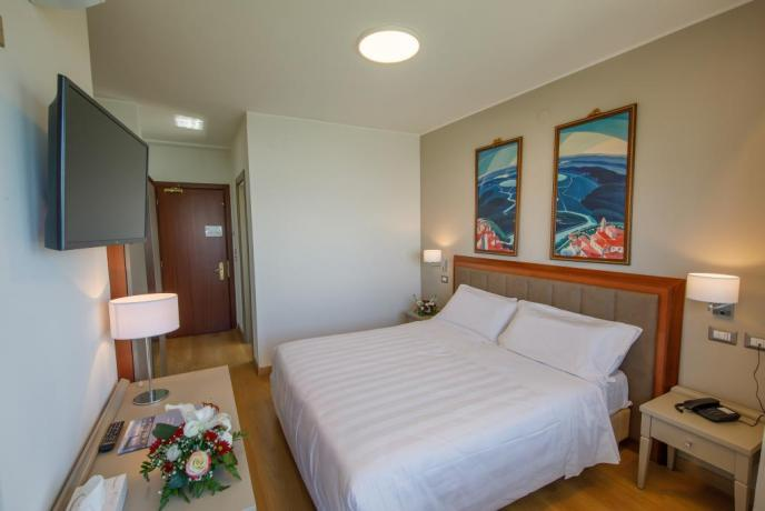 camera romantica con vista lago trasimeno